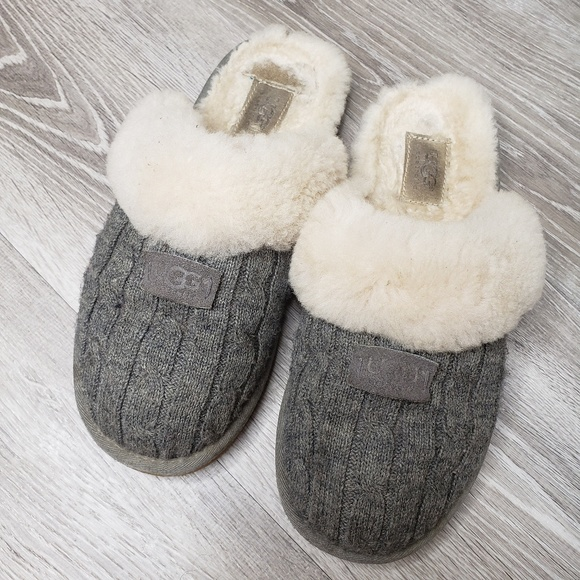 17f1e5c99f1 UGG sweater cosy knit 1865 slippers size 9